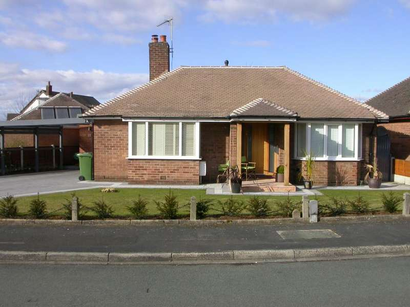 2 Bedrooms Detached Bungalow for sale in Sandringham Drive, Poynton sk12