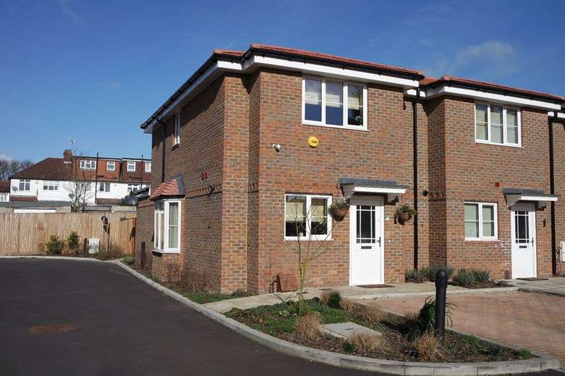 2 Bedrooms End Of Terrace House for sale in Oyster Close, Barnet