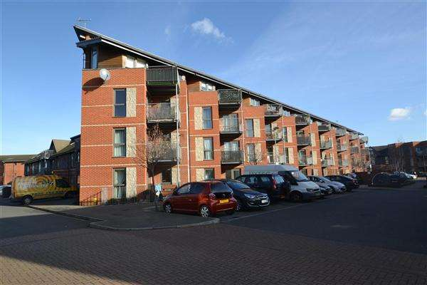 2 Bedrooms Apartment Flat for sale in Lewin Terrace, Bedfont