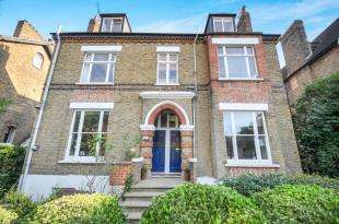 2 Bedrooms Flat for sale in Anerley Park, Penge, London, .