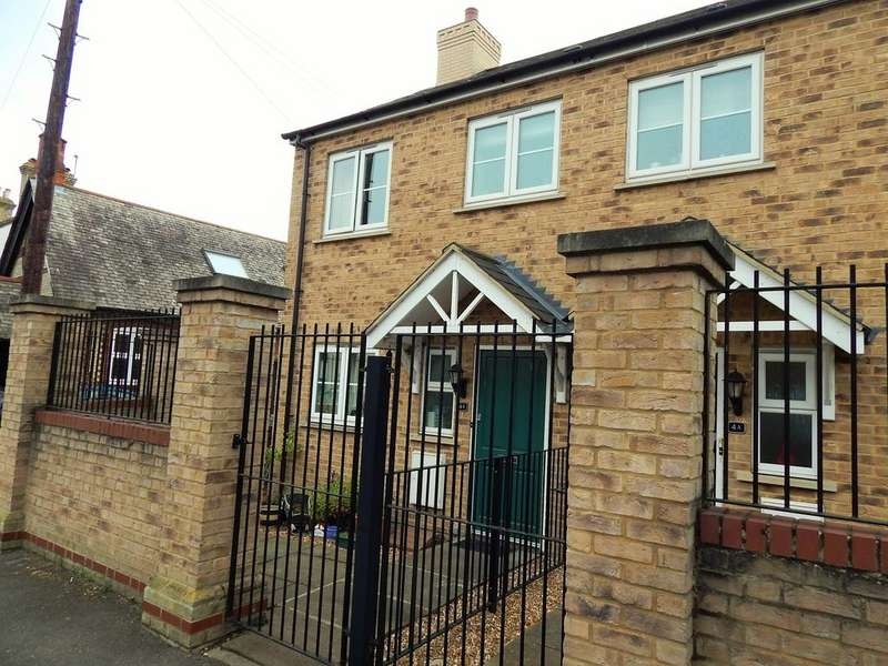 3 Bedrooms Semi Detached House for sale in High Street, Arlesey, SG15 6RA