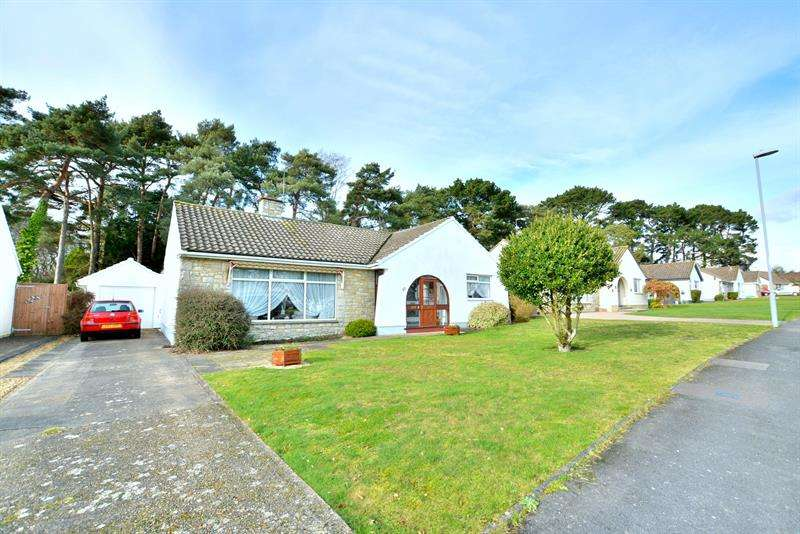 3 Bedrooms Detached Bungalow for sale in Fairways, Ferndown, Dorset