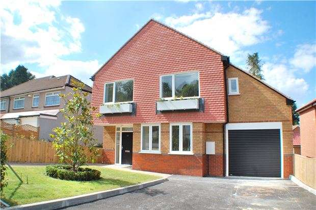 4 Bedrooms Detached House for sale in Waddington Avenue, Coulsdon, Surrey, CR5 1QP