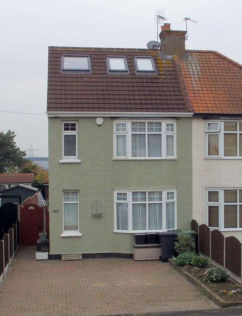 4 Bedrooms Semi Detached House for sale in Stortford Road, Hoddesdon EN11