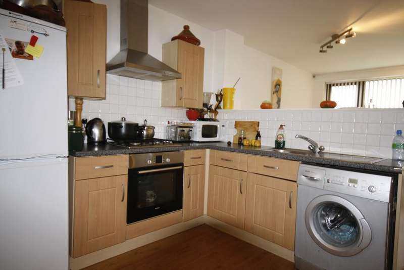2 Bedrooms Flat for sale in Eden Way, Bow, London, E3 2JD