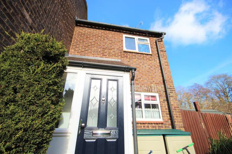 2 Bedrooms End Of Terrace House for sale in Estcots Drive, East Grinstead, RH19