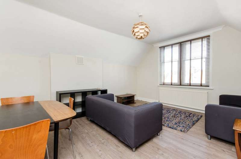 3 Bedrooms Flat for sale in Ambleside Avenue, Streatham, SW16