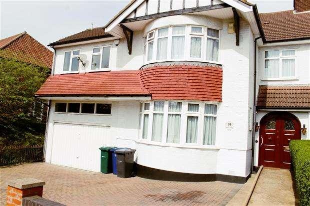 5 Bedrooms Semi Detached House for sale in Penhurst Gardens Edgware Edgware HA8