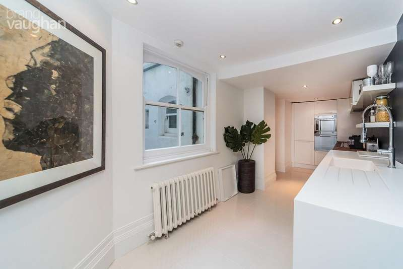 2 Bedrooms Flat for sale in The Drive, Hove, BN3