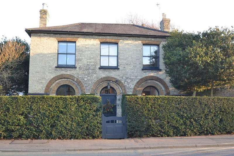 4 Bedrooms Detached House for sale in High Road, Wormley, Broxbourne, EN10
