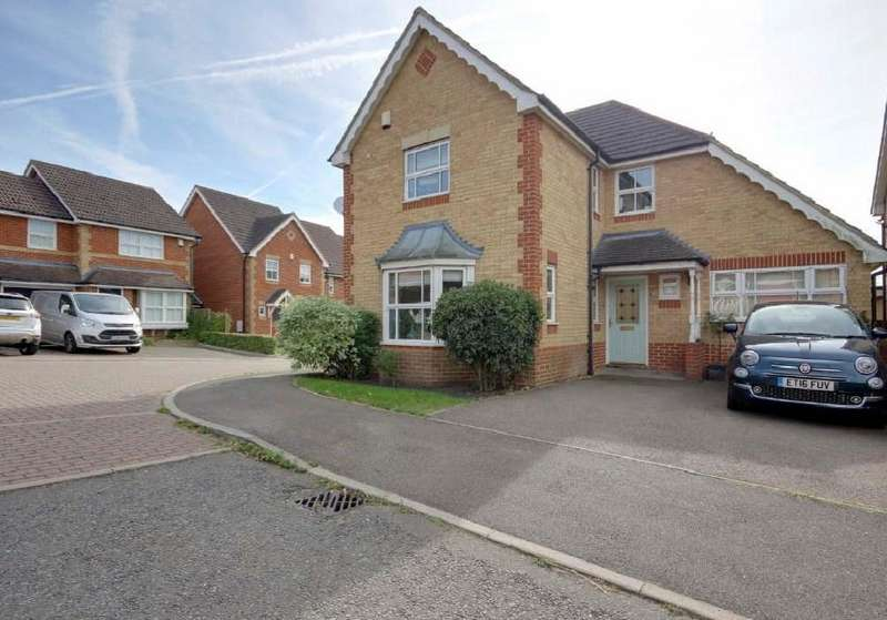 4 Bedrooms Detached House for sale in Lucern Close, Cheshunt, EN7