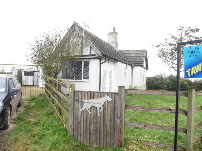 2 Bedrooms Detached Bungalow for sale in Wash Road, Fosdyke