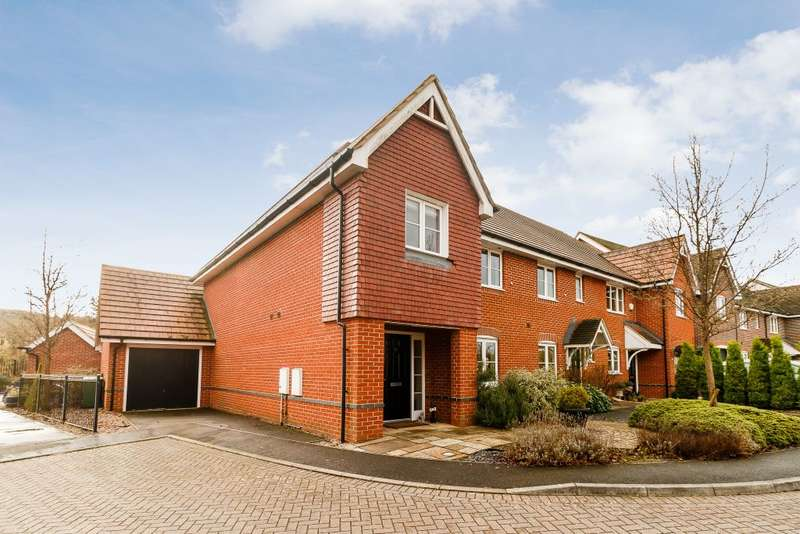4 Bedrooms Semi Detached House for sale in Hermitage green, Hermitage, Berkshire, RG18 9SL