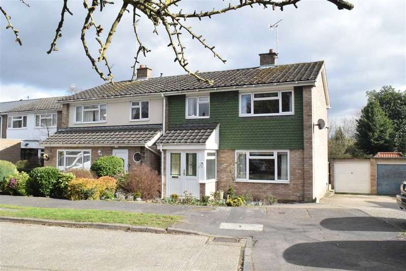 3 Bedrooms Semi Detached House for sale in Roland Close, Broomfield, Chelmsford