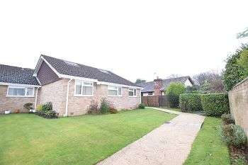 4 Bedrooms Chalet House for sale in Seaway, Barton-On-Sea