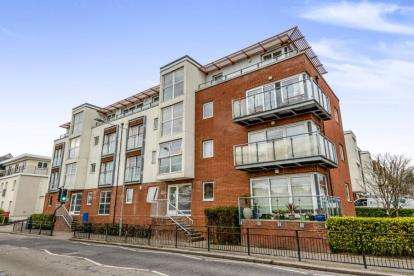 2 Bedrooms Flat for sale in 1 Honiton Road, Southend-On-Sea, Essex