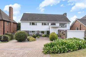 5 Bedrooms Detached House for sale in Raggleswood, Chislehurst, Kent, BR7 5NH