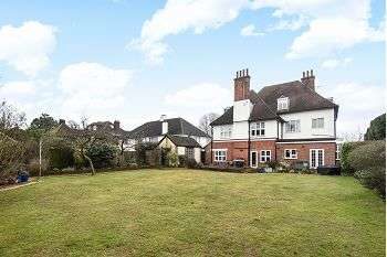2 Bedrooms Flat for sale in Park Hill, Bickley, Bromley, Kent, BR1 2JH
