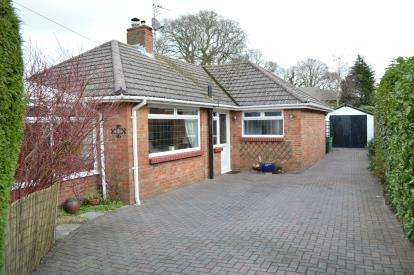 2 Bedrooms Bungalow for sale in Bearcross, Bournemouth, Dorset