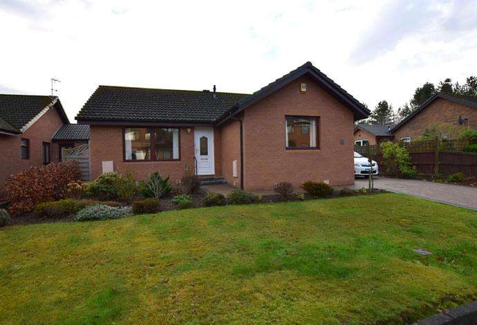 3 Bedrooms Detached House for sale in 8 Riverside Drive, Tweedbank, TD1 3SH
