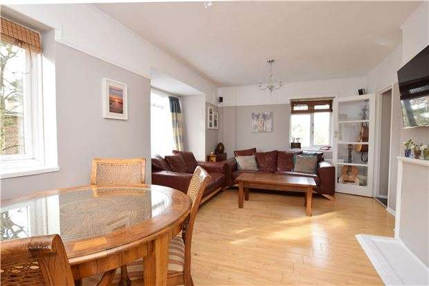 2 Bedrooms Flat for sale in Radcliffe Gardens, CARSHALTON, Surrey, SM5 4PF