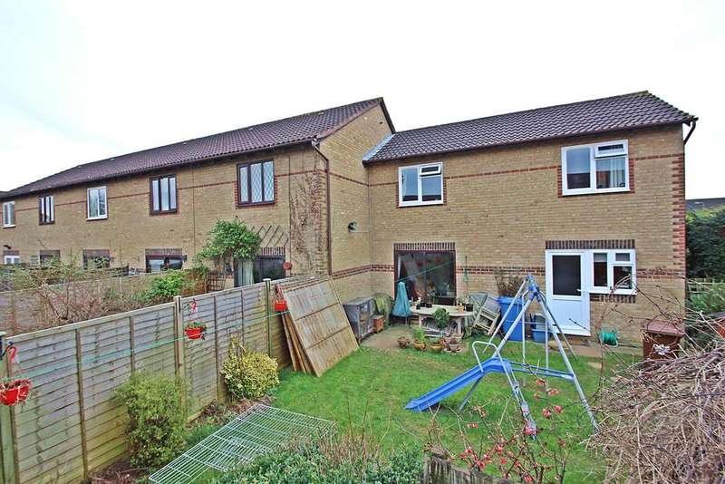 3 Bedrooms Terraced House for sale in Spruce Drive, Bicester OX26