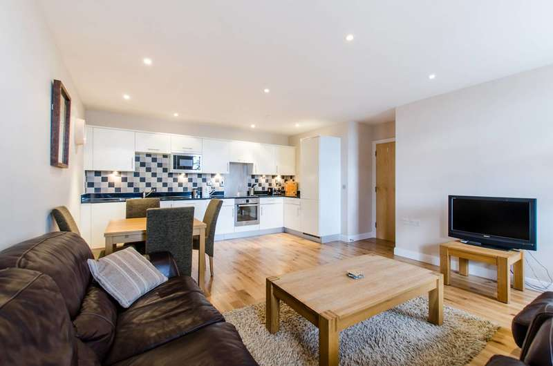 1 Bedroom Flat for sale in Clapham Common South Side, Clapham South, SW4