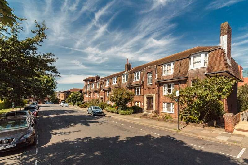 3 Bedrooms Apartment Flat for sale in St Anns Court, Hove, BN3
