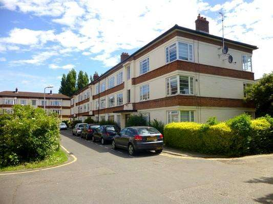 1 Bedroom Flat for sale in Manor Vale, Boston Manor Road, Brentford