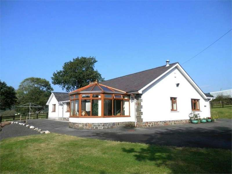 3 Bedrooms Detached Bungalow for sale in Llandovery, Carmarthenshire