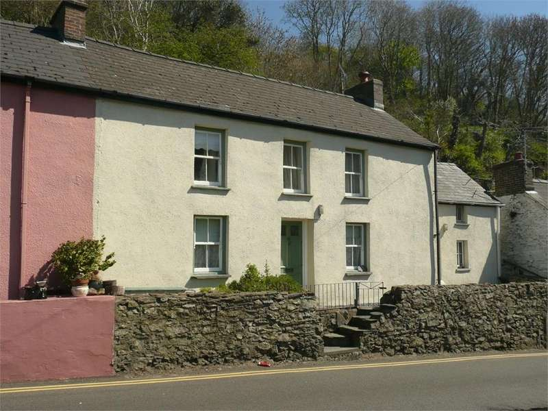 3 Bedrooms Semi Detached House for sale in 15 Newport Road, Lower Town, Fishguard, Pembrokeshire