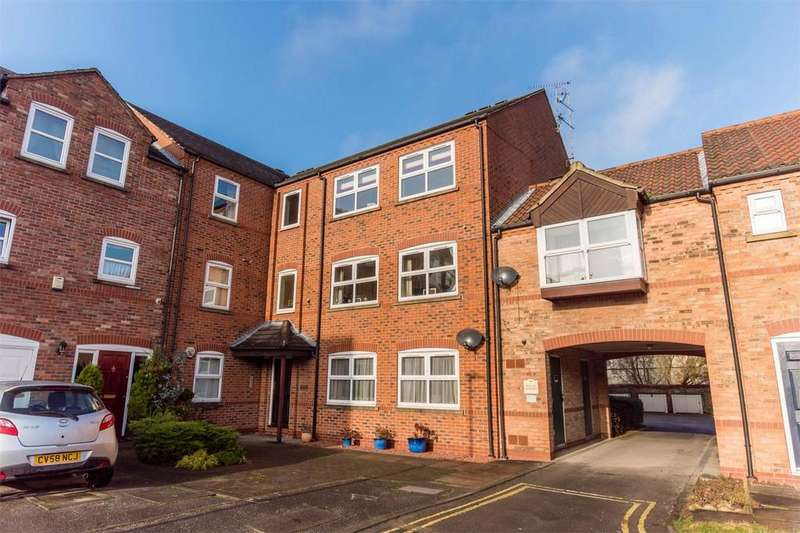 3 Bedrooms Flat for sale in Hansom Place, YORK