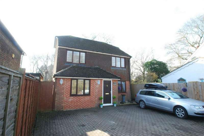 3 Bedrooms Detached House for sale in Lenham Heath