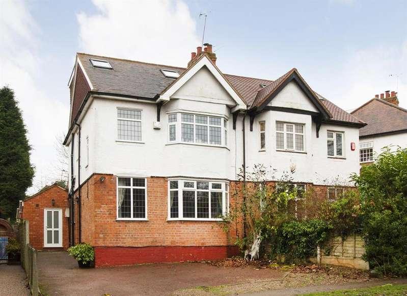 4 Bedrooms Semi Detached House for sale in Hewell Lane, Barnt Green, Birmingham