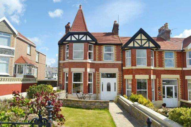 3 Bedrooms House for sale in Royal Avenue, Onchan, IM31HA