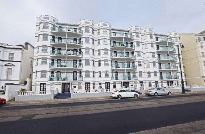 2 Bedrooms Apartment Flat for sale in Century Court, Queens Promenade, Douglas, IM2 4NT