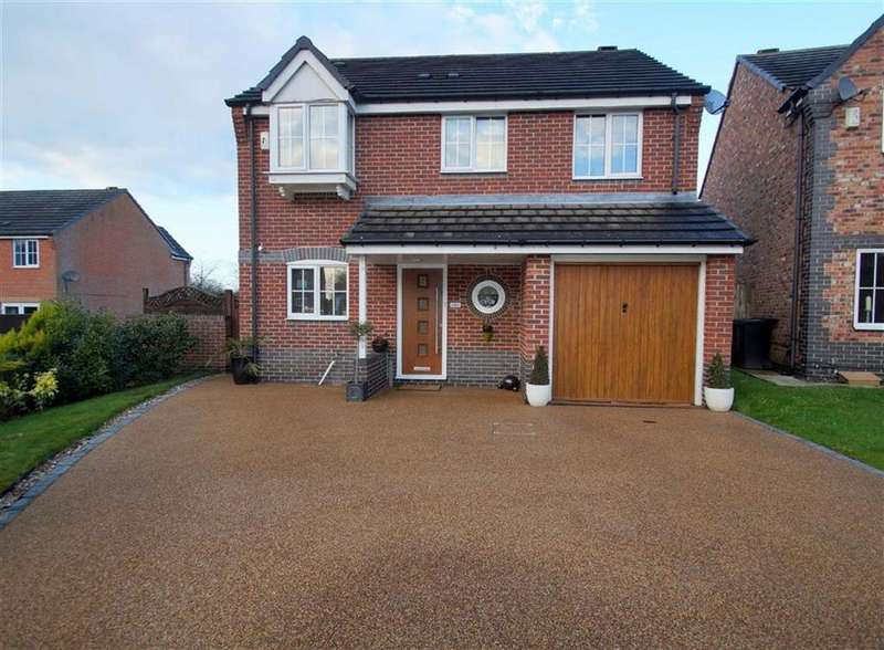 4 Bedrooms Detached House for sale in Mead Road, Leeds