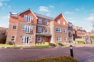 2 Bedrooms Flat for sale in Cedarcroft, Mutton Hall Hill, Heathfield, East Sussex