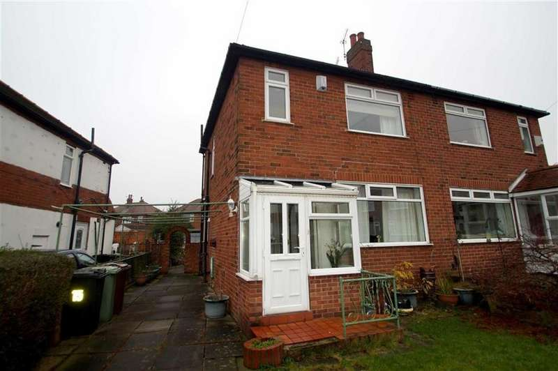 3 Bedrooms Semi Detached House for sale in Kingston Gardens, Leeds
