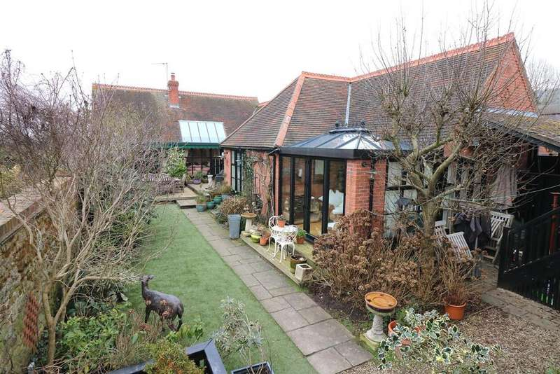 4 Bedrooms Detached Bungalow for sale in The Stables, Radway, Warwick