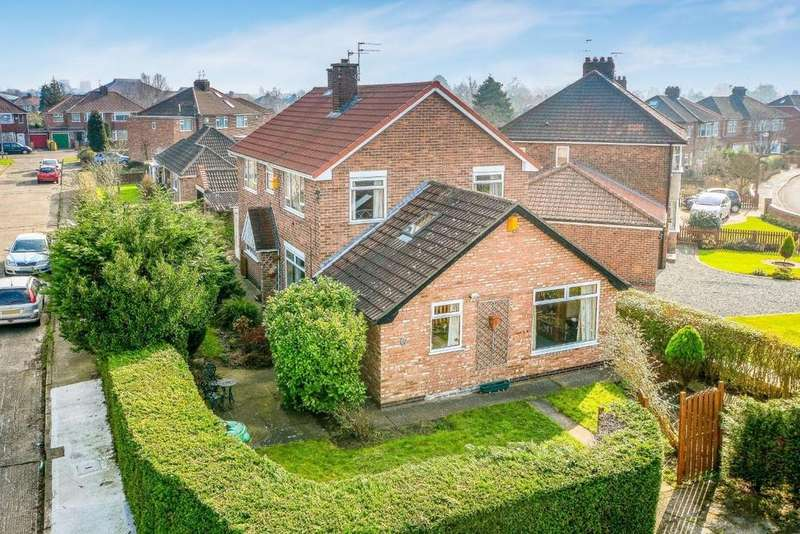 4 Bedrooms Detached House for sale in Reighton Avenue, Rawcliffe, York