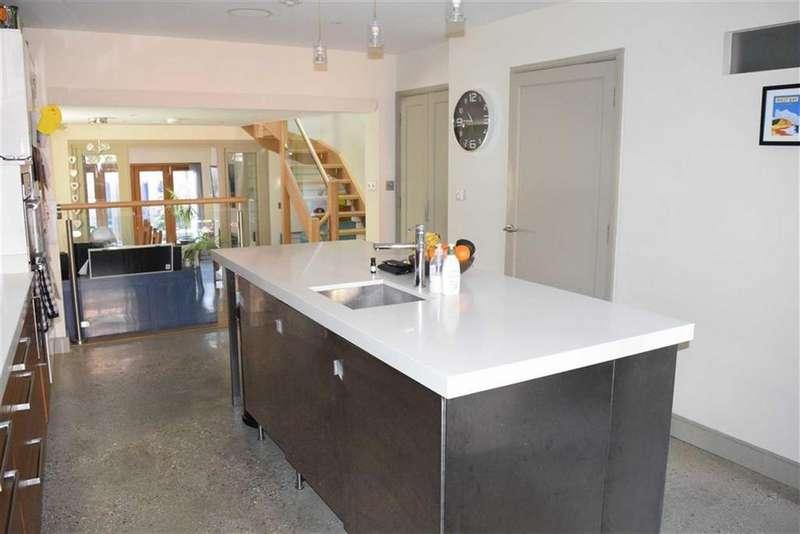 3 Bedrooms Detached House for sale in Rax Lane, Bridport, Dorset, DT6
