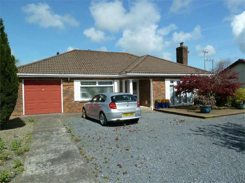 3 Bedrooms Detached Bungalow for sale in Lon Helyg, Llechryd, Cardigan, Ceredigion