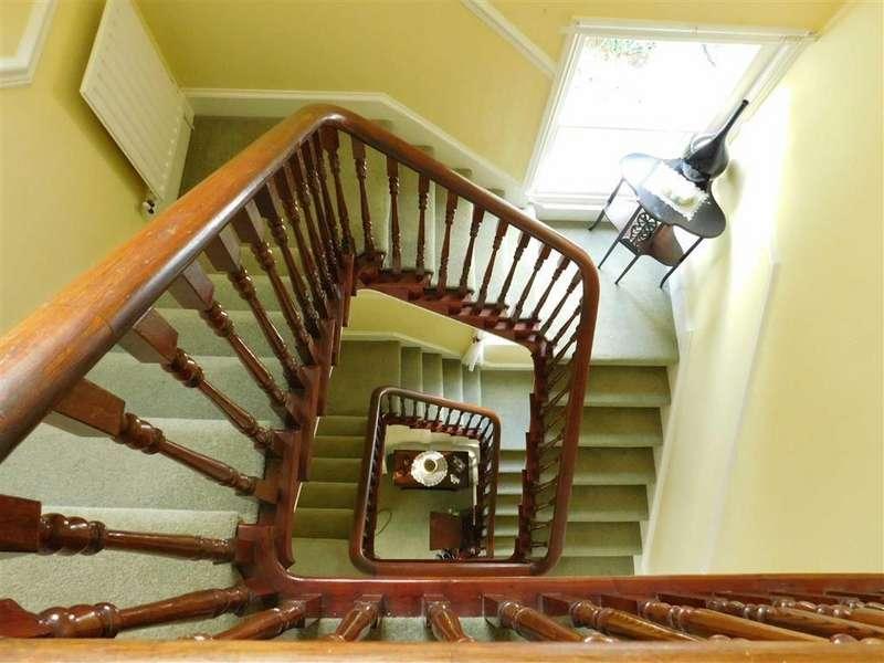 6 Bedrooms Semi Detached House for sale in Harrogate Road, Ripon