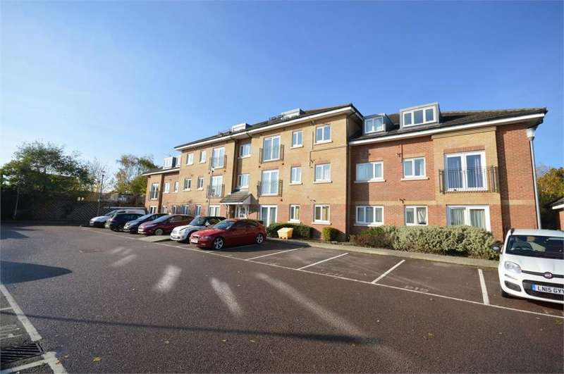 2 Bedrooms Apartment Flat for sale in Chalkdell House, 42 Loweswater Close, Watford, Hertfordshire, WD25