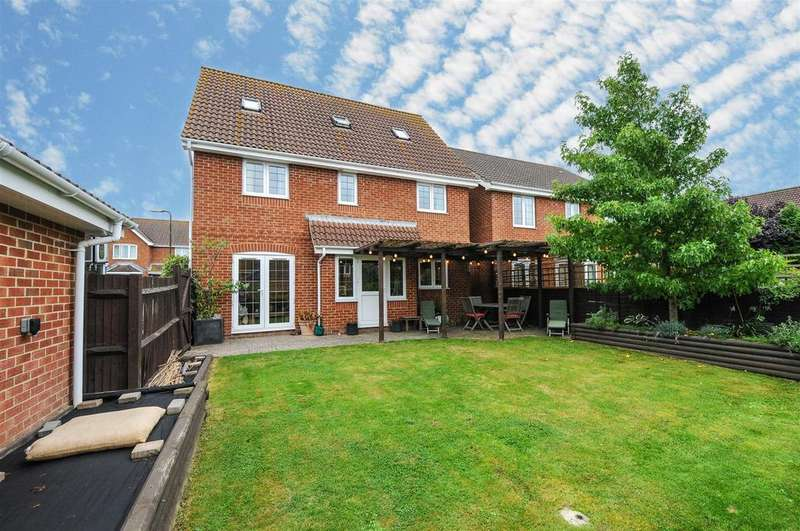 5 Bedrooms Detached House for sale in Tangmere