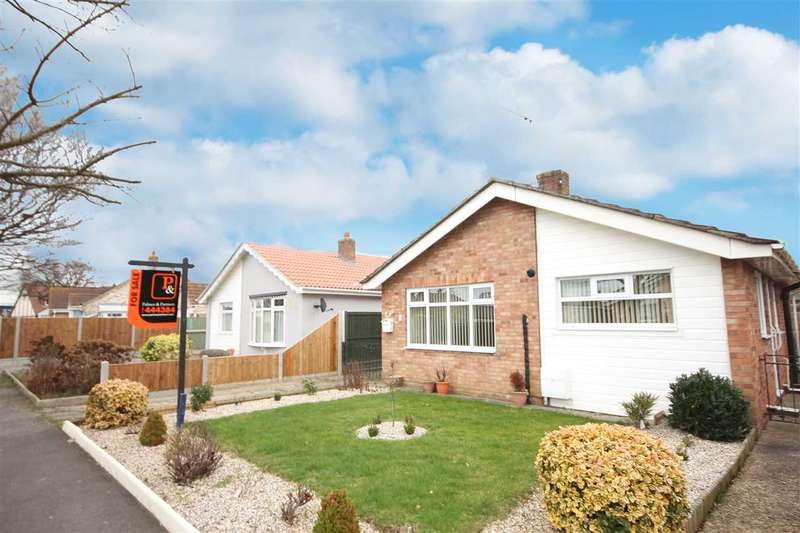 2 Bedrooms Bungalow for sale in Woodlands Close, Clacton-On-Sea