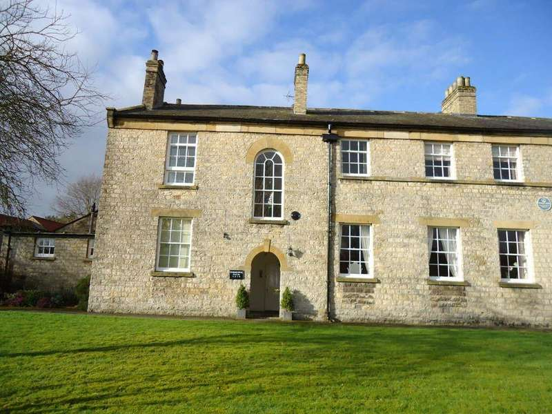 2 Bedrooms Flat for sale in Woodard House, Helmsley, York