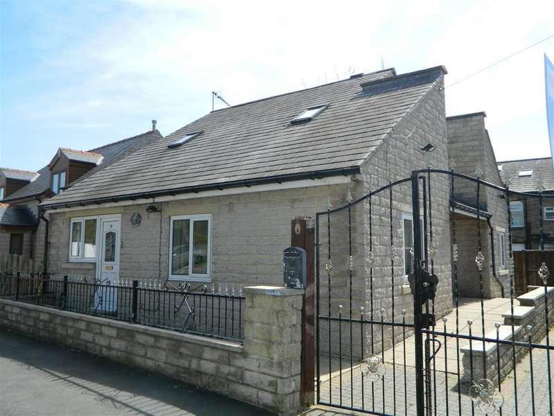4 Bedrooms Detached House for sale in Fifth Street, Low Moor, Bradford, BD12 0HY