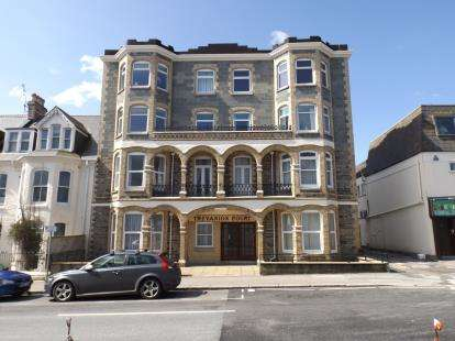 2 Bedrooms Flat for sale in Edgcumbe Avenue, Newquay, Cornwall